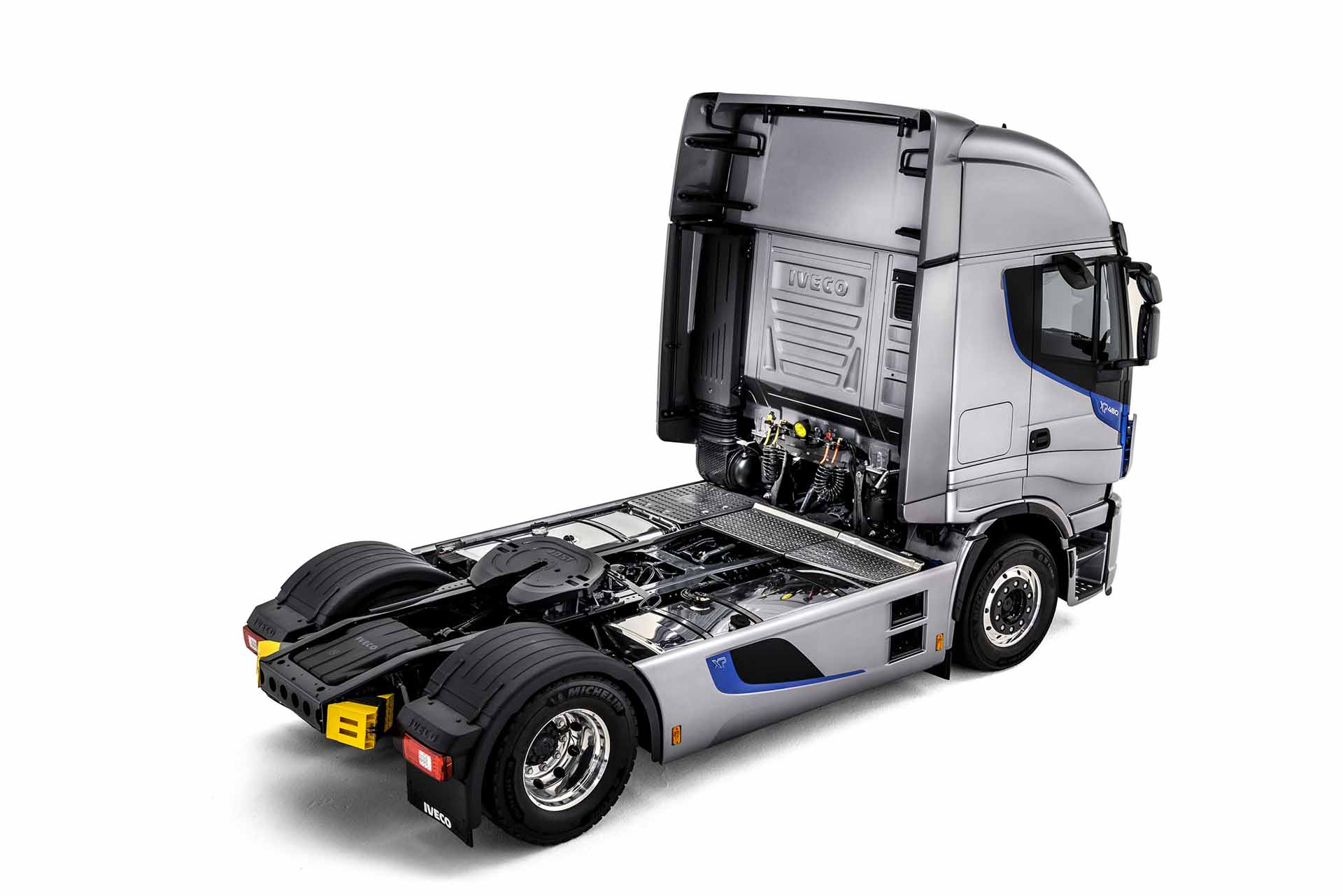 iveco-new-stralis-xp-side_27852928525_o