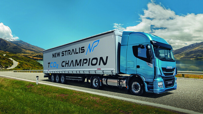 new-stralis-np-gas-truck-gallery-3