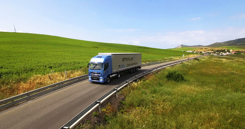new-stralis-np-gas-truck-gallery-7